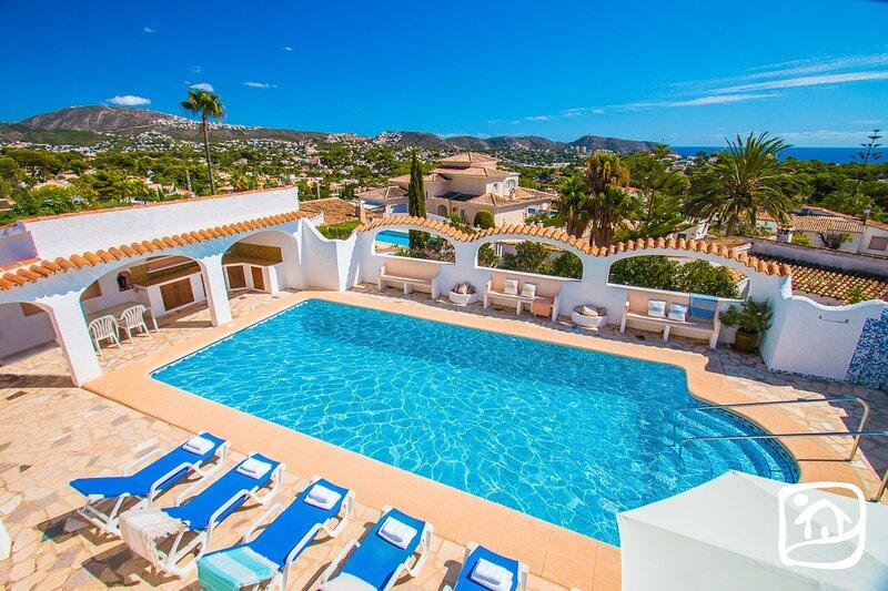 Urbanitzacio Montemar Villa Sleeps 10 with Pool Air Con and Free WiFi - 5872521, holiday rental in Benimeit