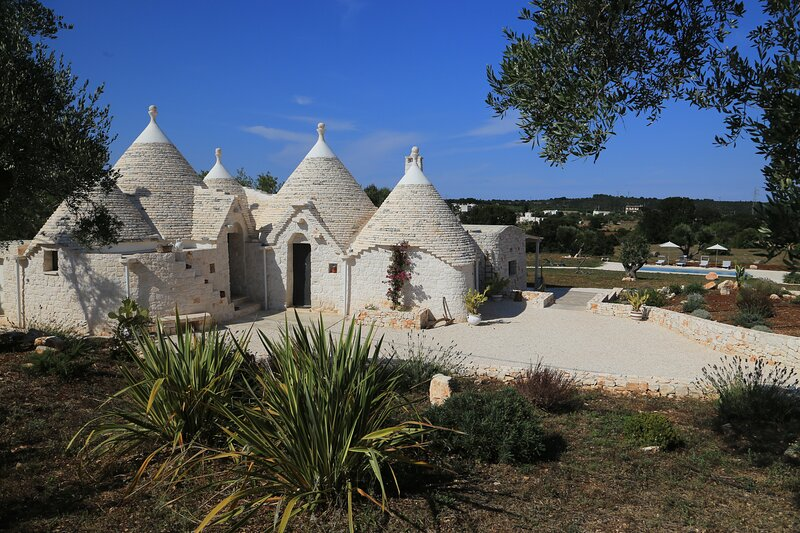 TRULLI TERRA DI MEZZO, holiday rental in Cisternino