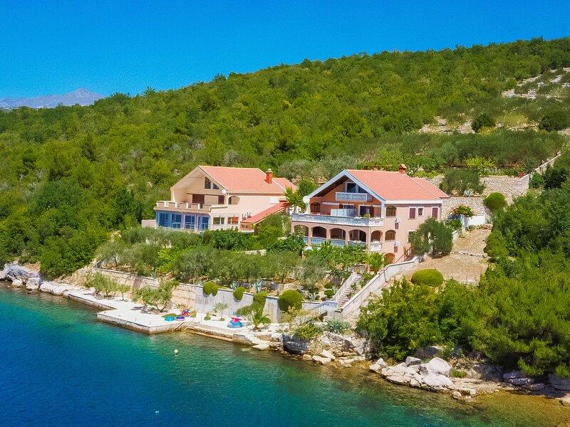 Ika, location de vacances à Gracac
