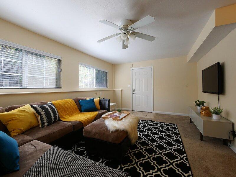 Modern, exquisite 2-bedroom home in Lafayette, aluguéis de temporada em Walnut Creek