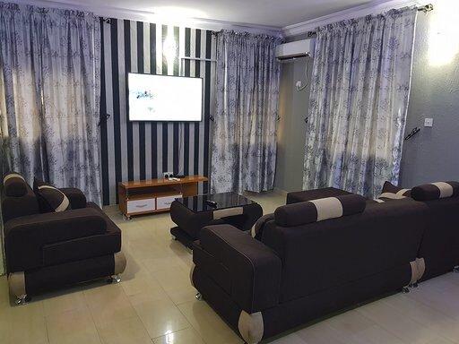 Shot Let 3 Bedroom En-suite, holiday rental in Ikeja