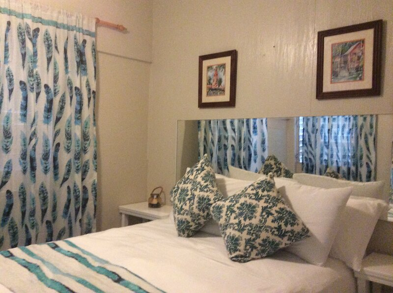 Leena's Hide Away Barbados minutes from the Beach, location de vacances à Maxwell