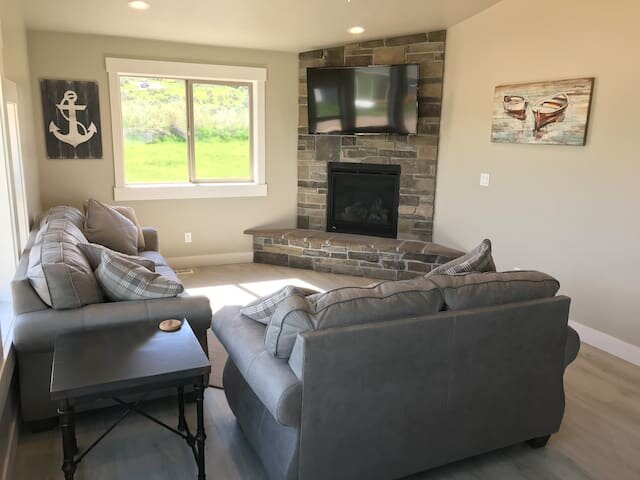 Garden City Utah Bear Lake Home Sleeps 12 Game Room Great Views Near Golf Course, holiday rental in Laketown