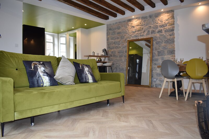 Duplex Standing 3 Chambres 70m2 Vieille-ville avec Cour, casa vacanza a Belle-et-Houllefort