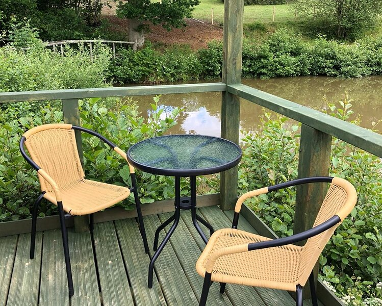 Cosy & Secluded Lakeside Fisherman's Hut, holiday rental in Piltdown