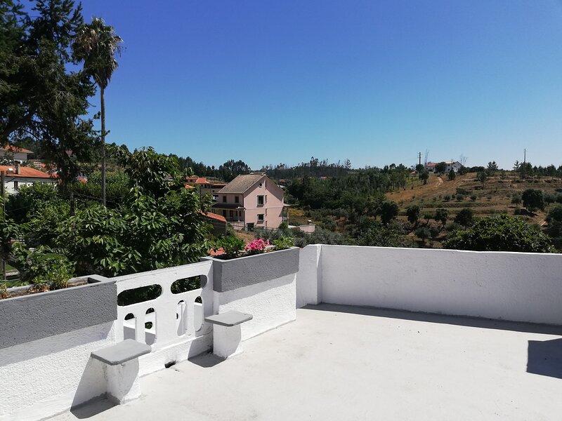 Mondalva Guesthouse - aluguer de quartos em São Pedro de Alva, Penacova, holiday rental in Sao Joao de Areias