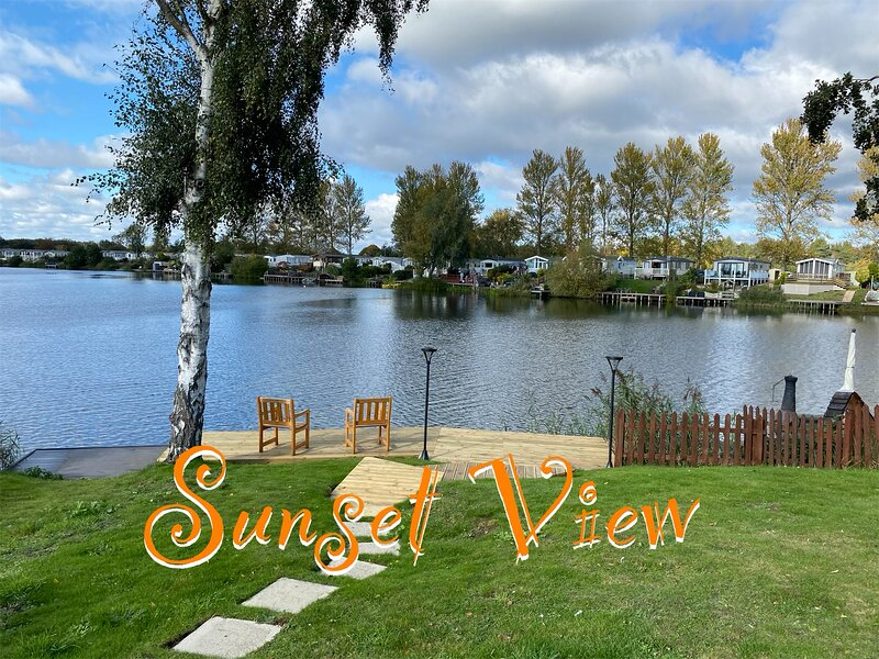 Sunset View Caravan with Private Fishing Peg and Garden at Tattershall Lakes, holiday rental in Tattershall