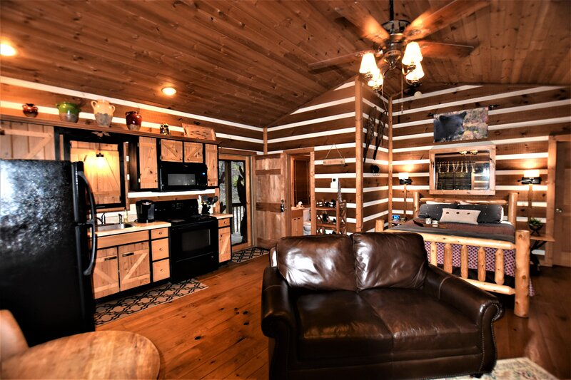Rest & Relaxation Cabin, vacation rental in Helen