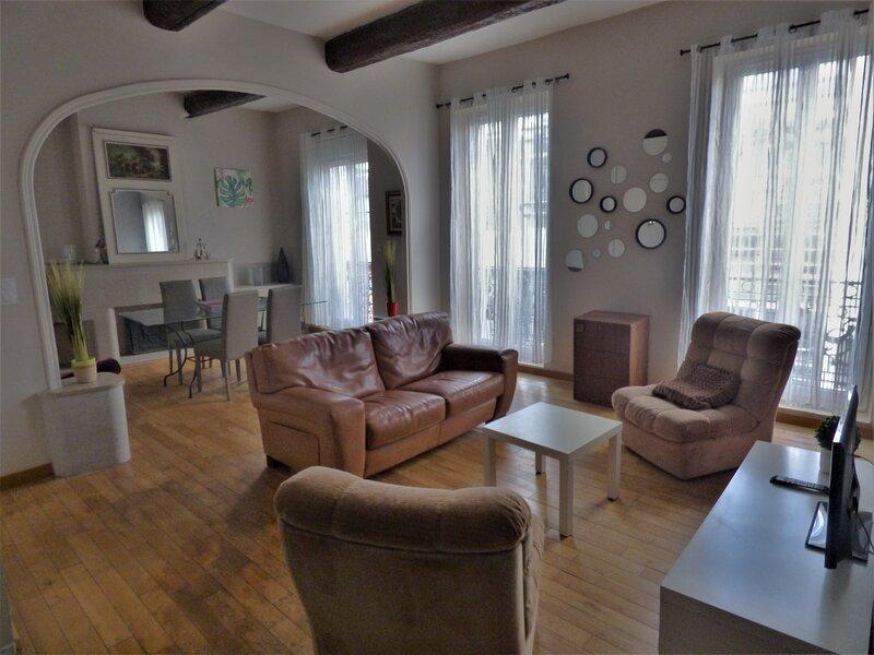 Appartement 2 chambres, 85m2+parking surveillé, 130m Centre historique, alquiler vacacional en Boujan sur Libron