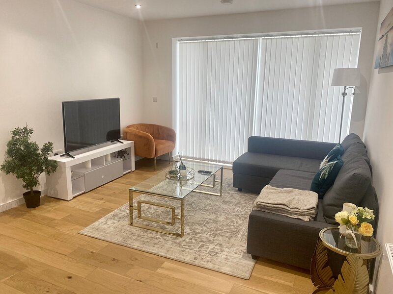 Luxury 2BDR Apartment in Stratford Westfield, holiday rental in Stratford City