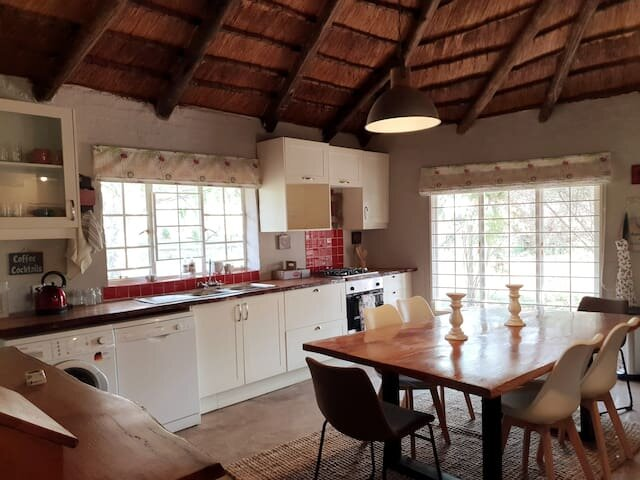 Kyalami Country Cottage, country living to the city, holiday rental in Lanseria