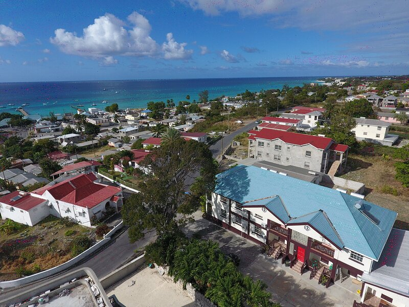 Lovely Ocean View Condo Close with Good WIFI close to Beaches and Amenities, vacation rental in Oistins