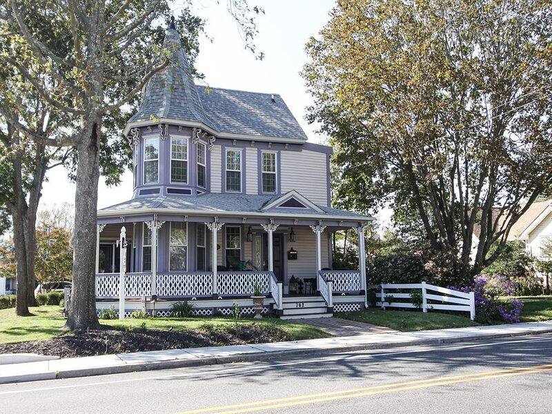 4BR/3BA modernized Victorian with bikes! 141644, holiday rental in West Cape May
