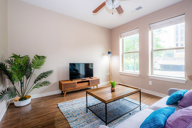 Viagem | Durham | Urban 1BR Downtown W/Parking, location de vacances à Durham