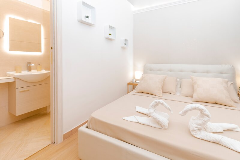 Suite in centro storico, vacation rental in Raddusa