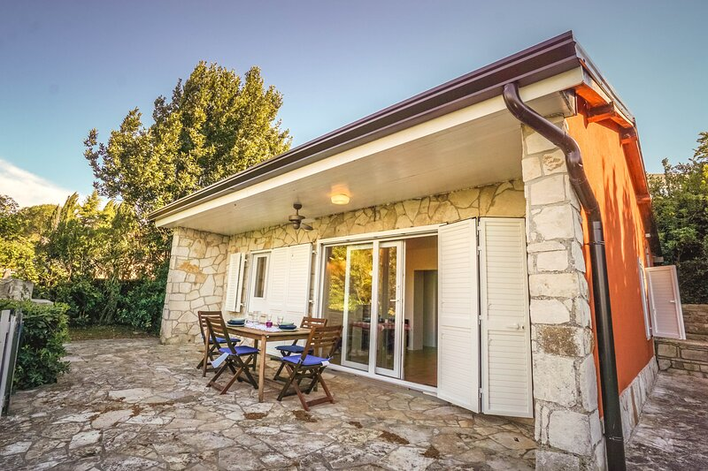 Beach House Lucy, holiday rental in Crveni Vrh