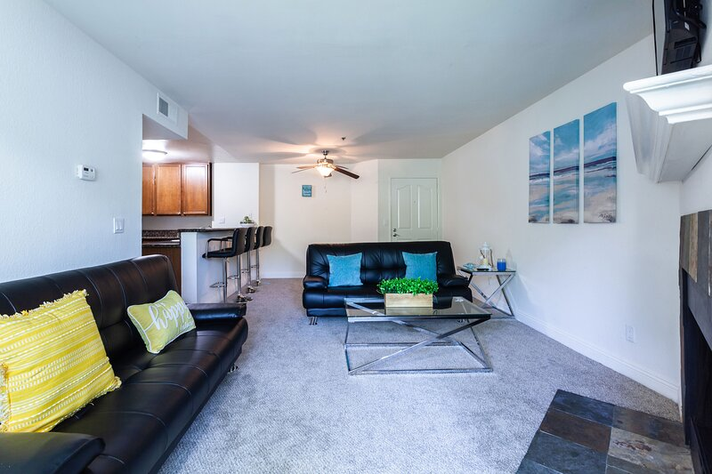 Cozy 2BR Hideaway 5mins Drive to Beach+ Pool+BBQ, vacation rental in Cardiff-by-the-Sea
