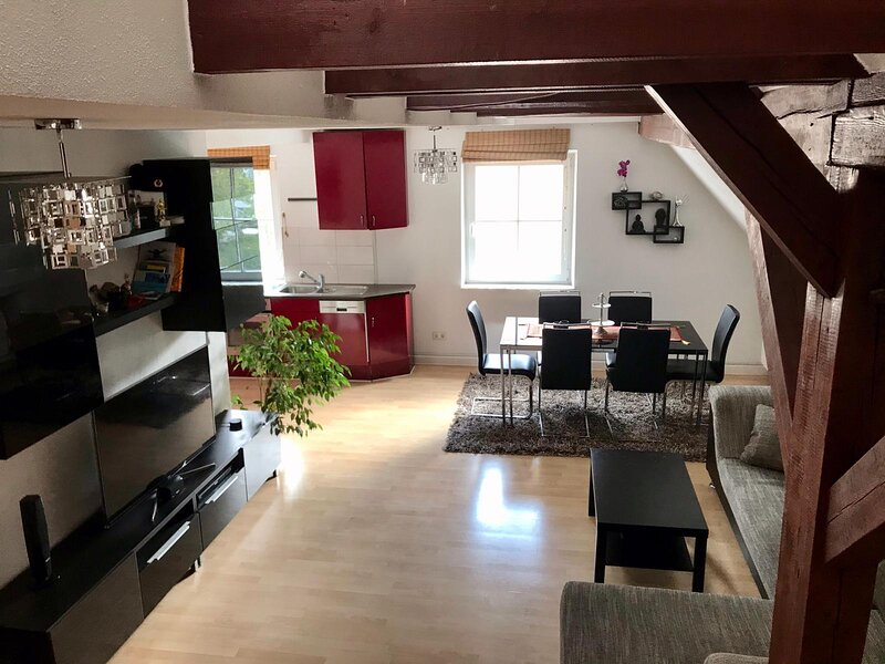 Charming 1-Bed Loft Apartment in Schwandorf, location de vacances à Bodenwohr
