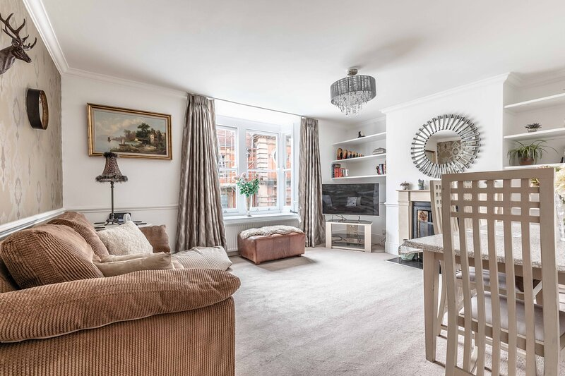 Windsor Central Victorian House Sleeps up to 6, holiday rental in Eton