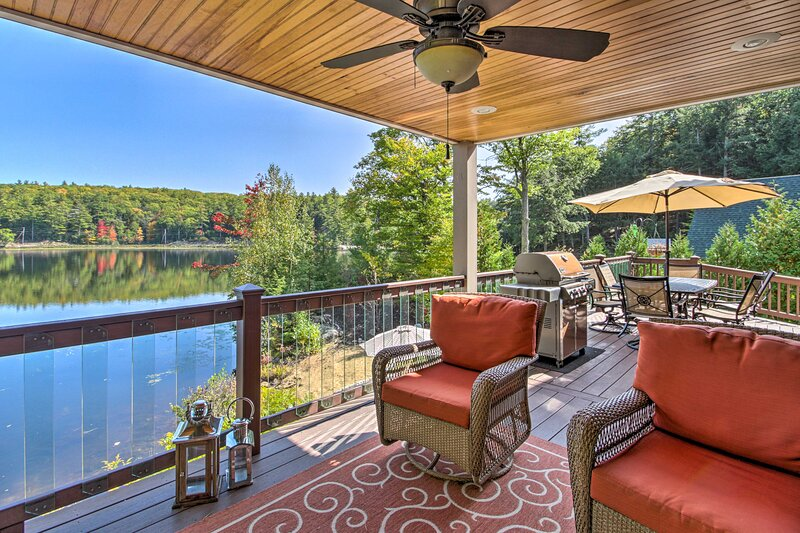 NEW! Waterfront Retreat w/ Boat Dock & Beach Area!, holiday rental in Center Barnstead