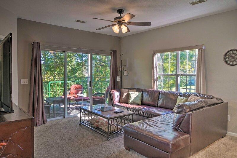 NEW! Quiet Resort Condo w/ Patio, 5 Mi to 76 Strip, holiday rental in Kirbyville