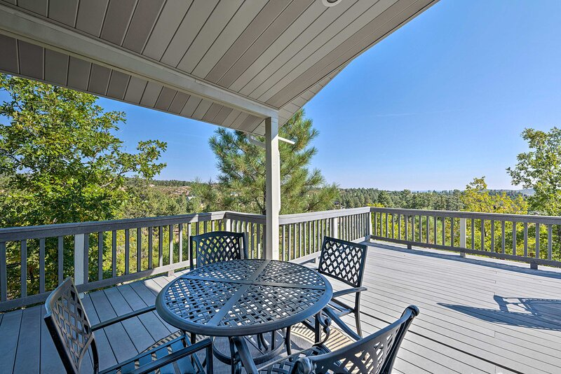 NEW! Hilltop Haven w/ Deck + Nat'l Forest Views!, holiday rental in Snowflake