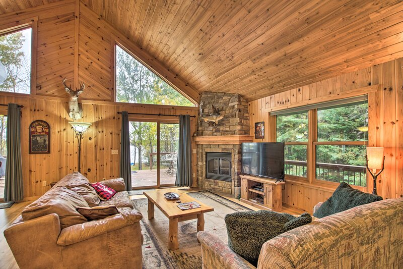 Pet-Friendly Cabin on Lake Vermillion w/Dry Sauna!, holiday rental in Cook