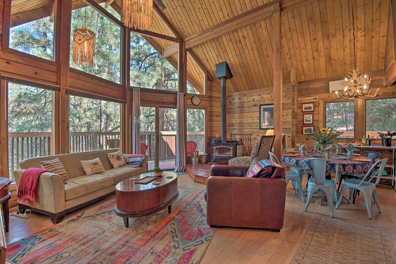 NEW! Sunny 'In the Pines' Cabin By Hiking & Biking, vacation rental in Frazier Park