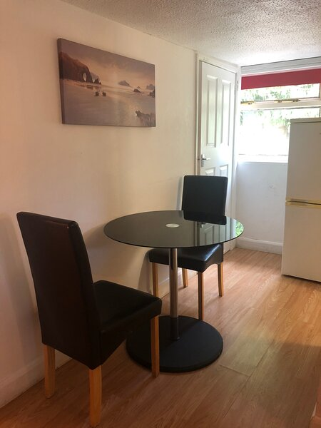 2-Bed Room Small Annex in High Wycombe, holiday rental in Stokenchurch