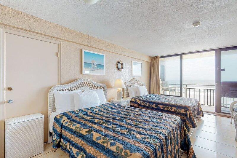 Fabulous ocean views from private balcony, casa vacanza a South Daytona