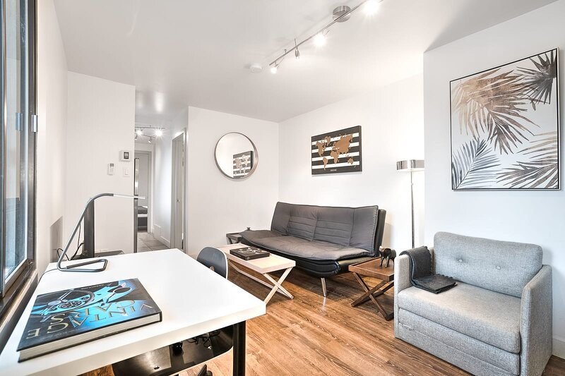 Liv MTL Save 60% Soho 4 Modern 1Br Amazing Rooftop Family + Pet Friendly*, vacation rental in Montreal