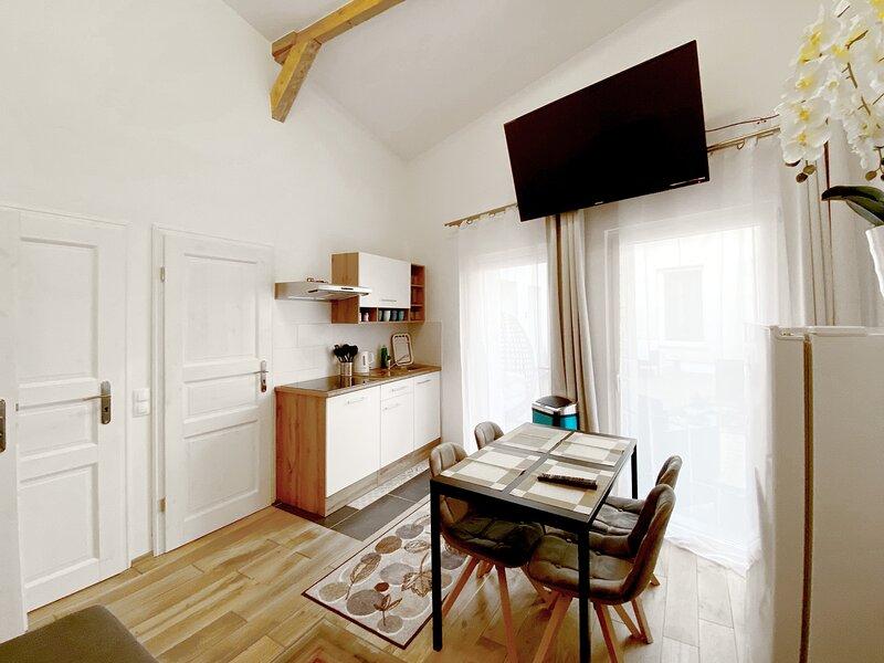 Schwanenburg - Ap 11: 3 Zimmer Apartment mit Küche, holiday rental in Ahrensfelde