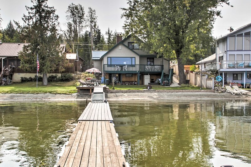 NEW! House w/Dock on Diamond Lake: 38Mi to Spokane, aluguéis de temporada em Elk