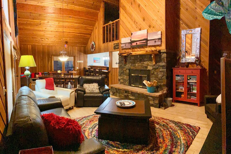 'Angels Envy' ~ Cabin w/Deck: 4 Miles to Ski Lift!, holiday rental in Angel Fire