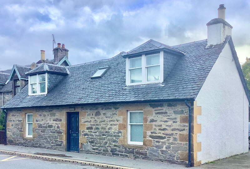 Cute and Cosy 4-Bed Cottage in Newtonmore, vacation rental in Dalwhinnie