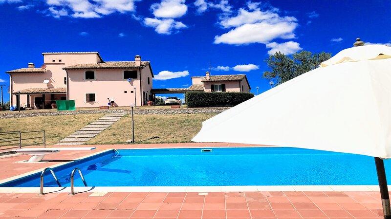 VILLA VALLOCCHIA/SLEEPS 18 - 3 mls/Spoleto centre, vacation rental in Spoleto