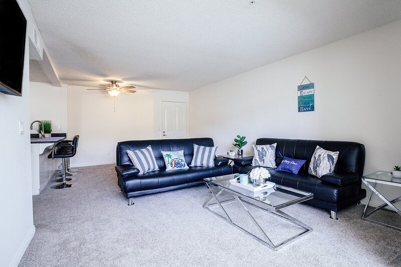 Spacious 2BR -5 mins Drive to Beach|Gym+Pool, vacation rental in Cardiff-by-the-Sea