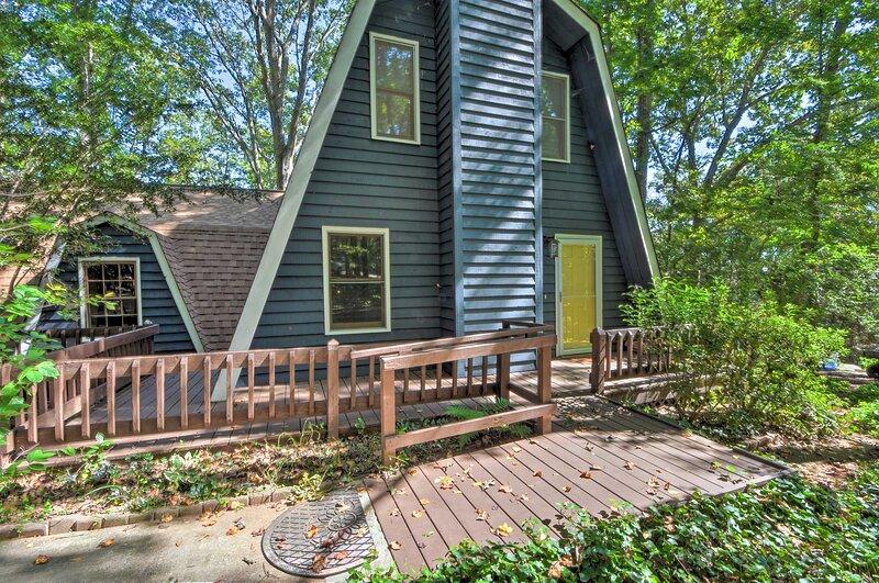 Lake Hartwell Home w/ Dock < 10 Miles to Clemson!, location de vacances à Clemson