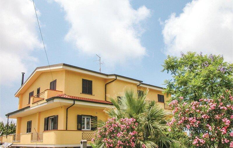 Nice apartment in Brattirò VV with WiFi and 3 Bedrooms (IKK141), vakantiewoning in Brattiro