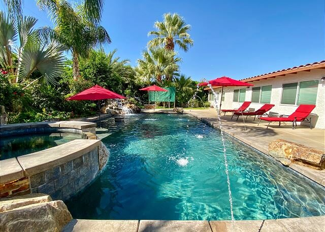 Gorgeous Palm Desert Oasis with Backyard Paradise, Pool, Spa & Private Casita, vacation rental in Palm Desert
