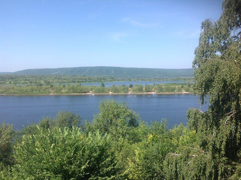 Гостевой дом VAVILAND (2 этаж)  расположен на берегу реки Волга 110м2.с балконом, vacation rental in Samara Oblast