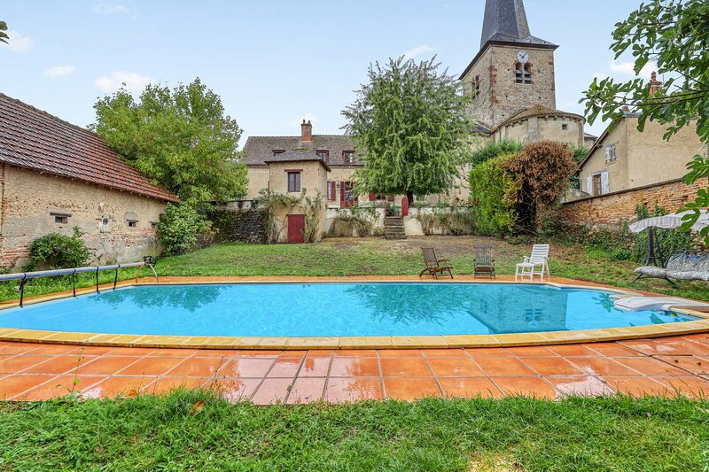 Amazing villa with swimming-pool, holiday rental in Verneuil