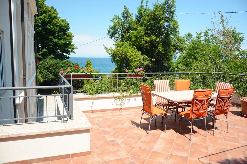 Apartment at Villa Almira w/Seaview Terrace, AC 50m->Beach, vacation rental in Izola