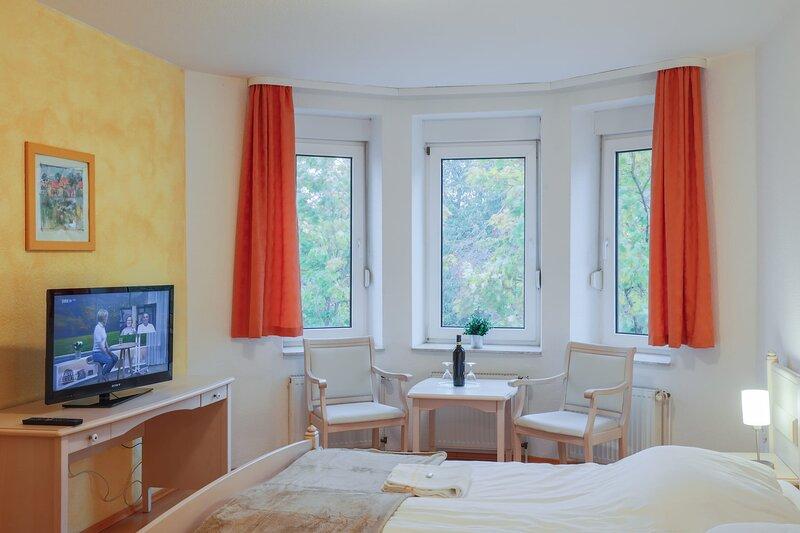 Komfortables und modernes Doppelzimmer, holiday rental in Stangerode