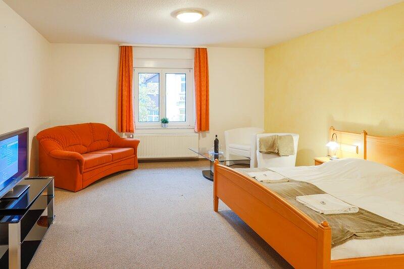 Perfektes Doppelzimmer mit Schlafsofa, holiday rental in Harzgerode