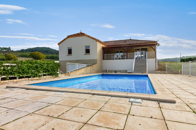 Amazing villa with swimming-pool, vacation rental in Prayssac