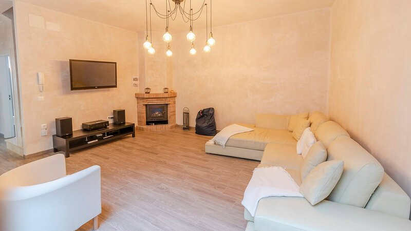 Modern new Orbe House in the centre of Osuna, Sevilla, vacation rental in Osuna