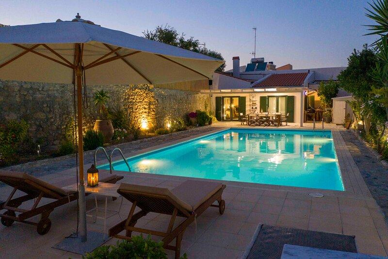 Helidona Villa, holiday rental in Peza