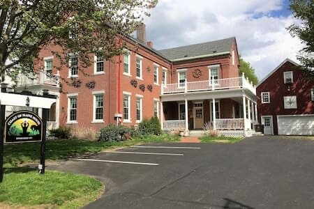 Coast of Maine House-1856 Shops Captains Mansion, holiday rental in Saco