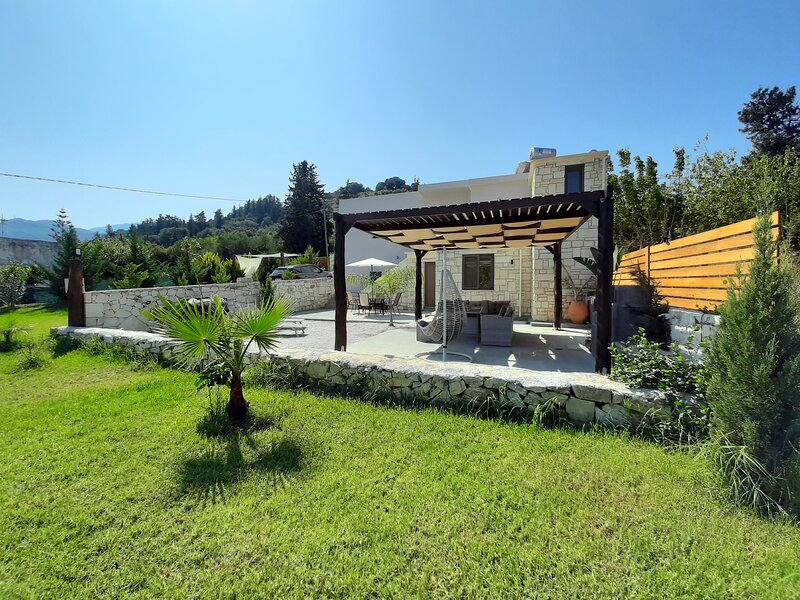 New - Renaissance - Modern Stone Home at Vryses Chania - First entry, alquiler de vacaciones en Nipos